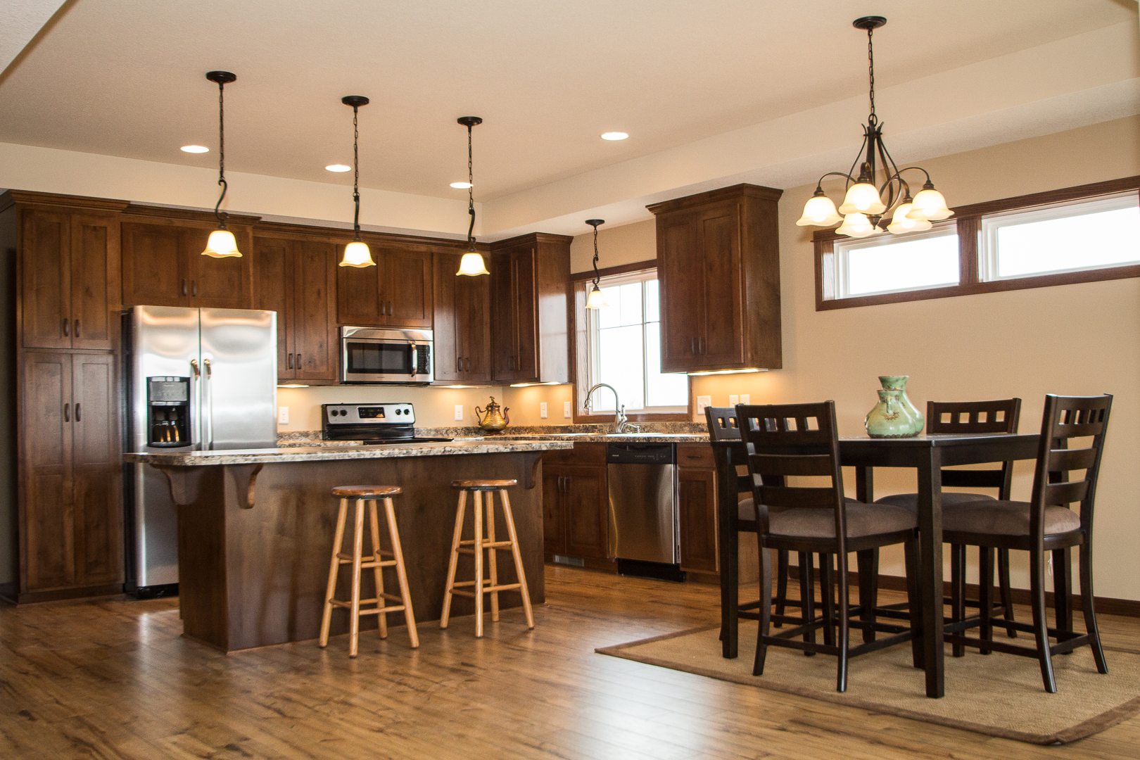 Custom home construction remodeling contractor sauk for Home finishing